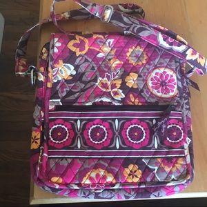 🏵 Vera Bradley Carnaby Patterned Crossbody Bag